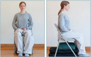 מדיטציה בישיבה על כסא